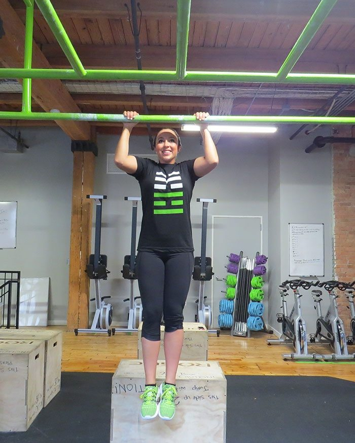 asweatlife_How to Work Your Way Up to a Pull-Up_unassisted_2