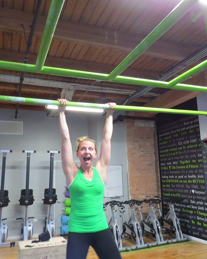 asweatlife_How to Work Your Way Up to a Pull-Up_unassisted_4
