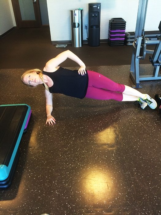 asweatlife_A Hotel Workout to Keep You Fit on the Road_sideplank_1