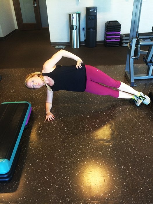 asweatlife_A Hotel Workout to Keep You Fit on the Road_sideplank_2