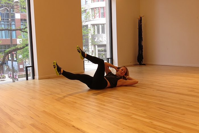 asweatlife_This Core Workout is Just in Time for Summer_Bicycle crunches_1