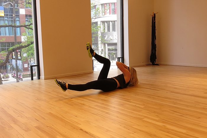 asweatlife_This Core Workout is Just in Time for Summer_Bicycle crunches_2