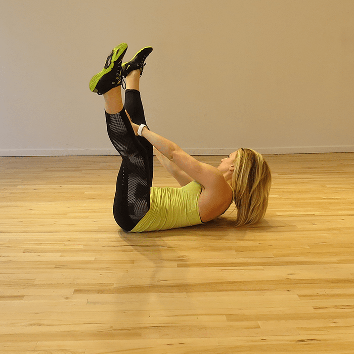 aSweatLife_a-total-body-workout-you-can-do-in-30-minutes_V-side-to-side-reach_3
