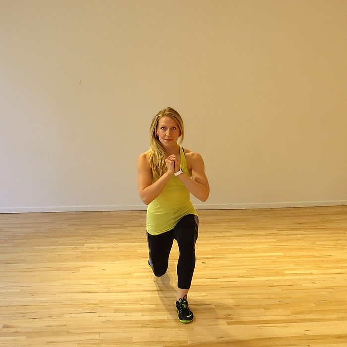 aSweatLife_a total body workout you can do in 30 minutes_alternating lunge_2