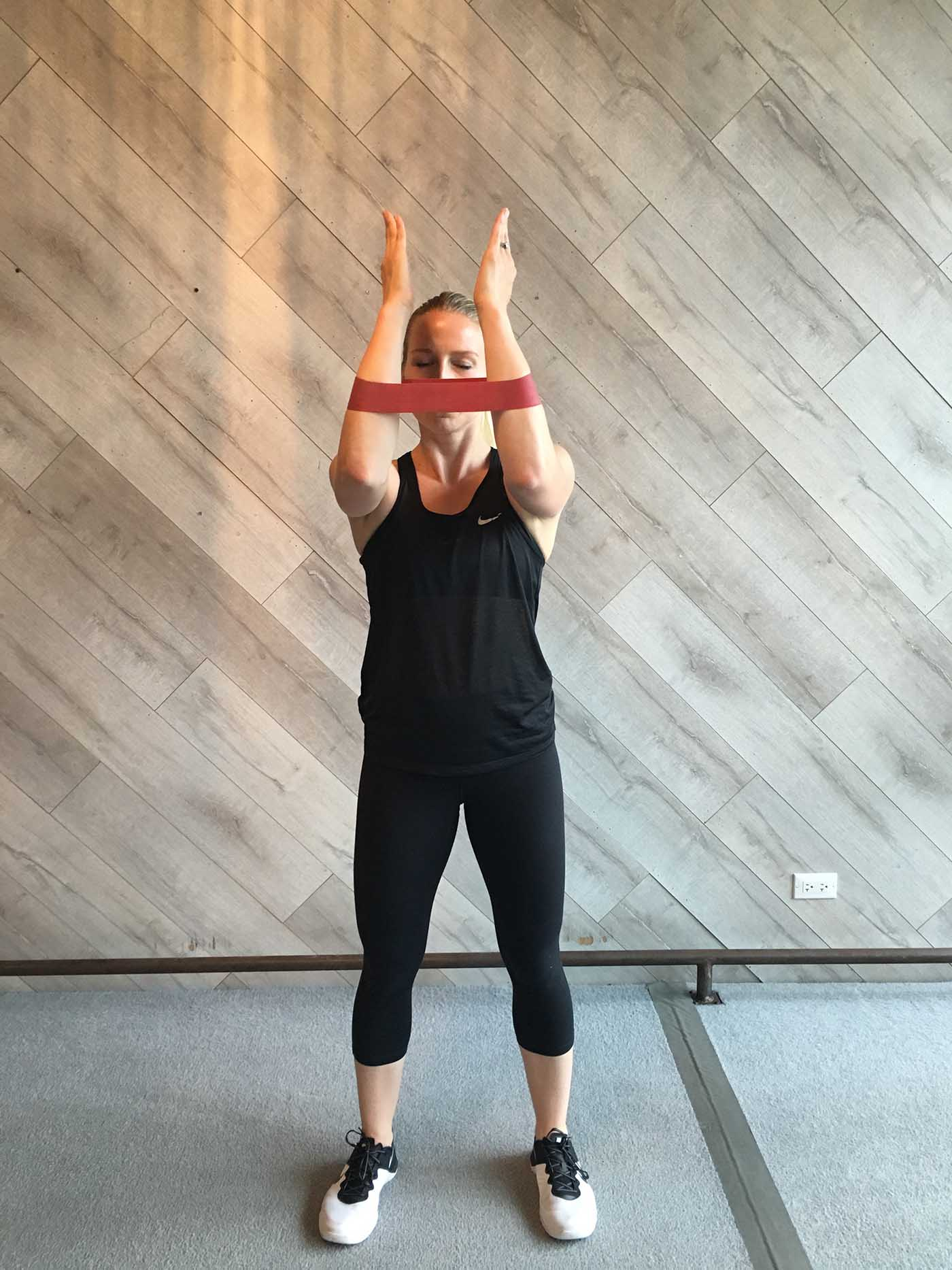 asweatlife_band-workout_90-degree-pulses_2