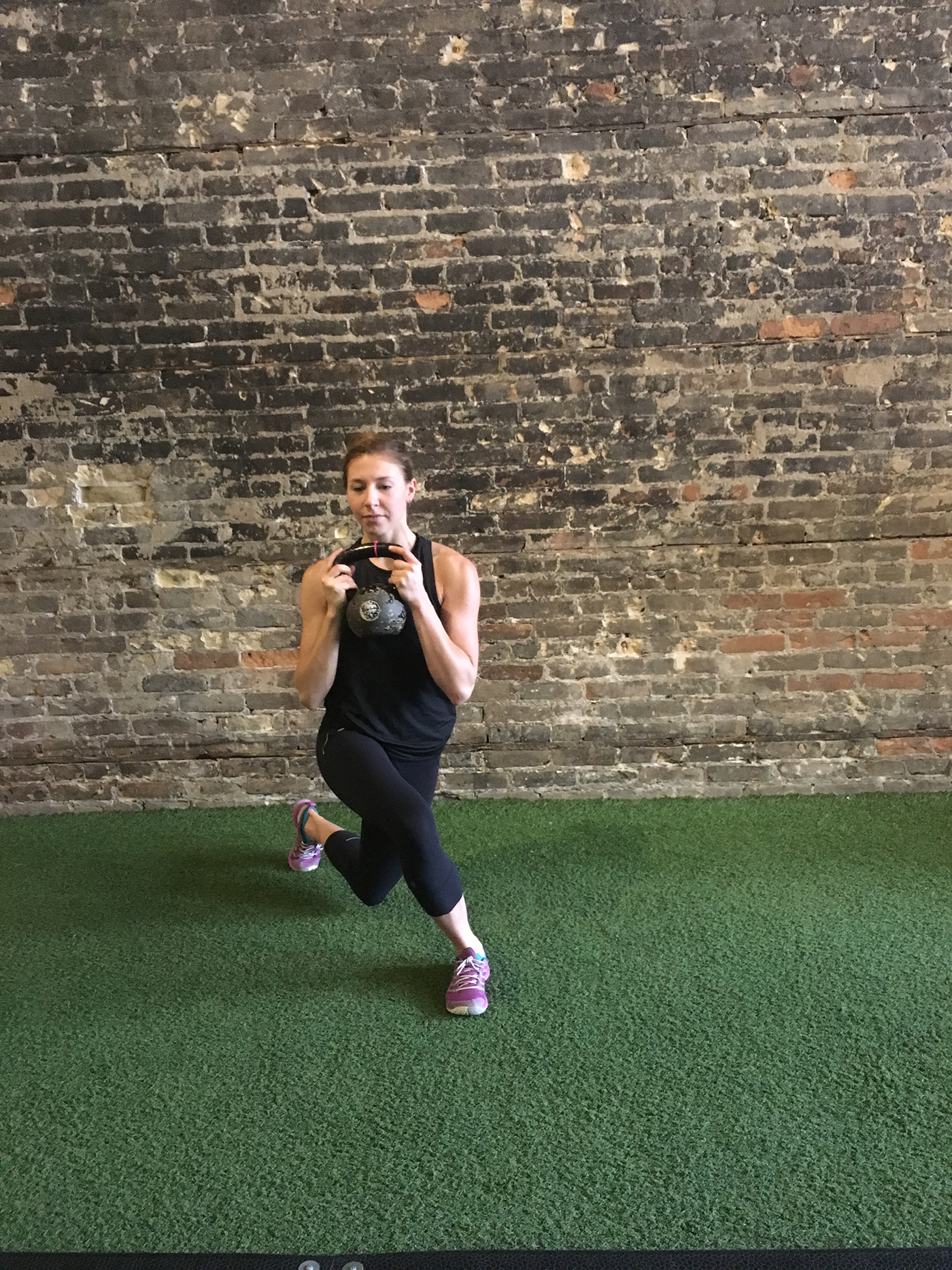 asweatlife_kettlebellworkout_curtsy2