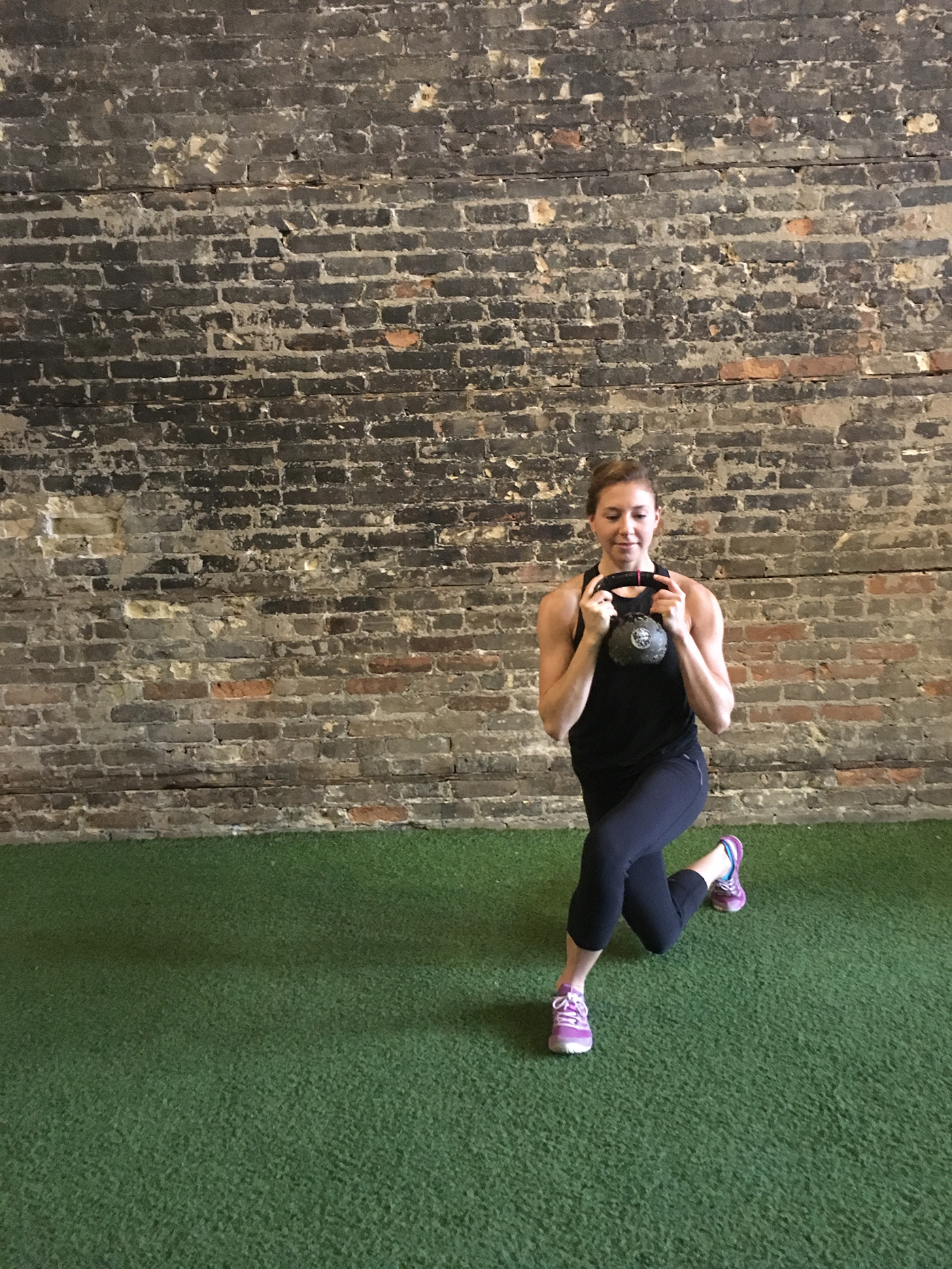 asweatlife_kettlebellworkout_curtsy3