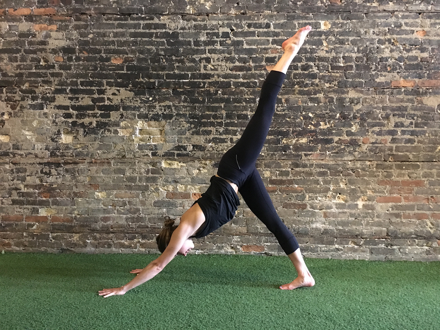 asweatlife_yogaworkout_3-leg