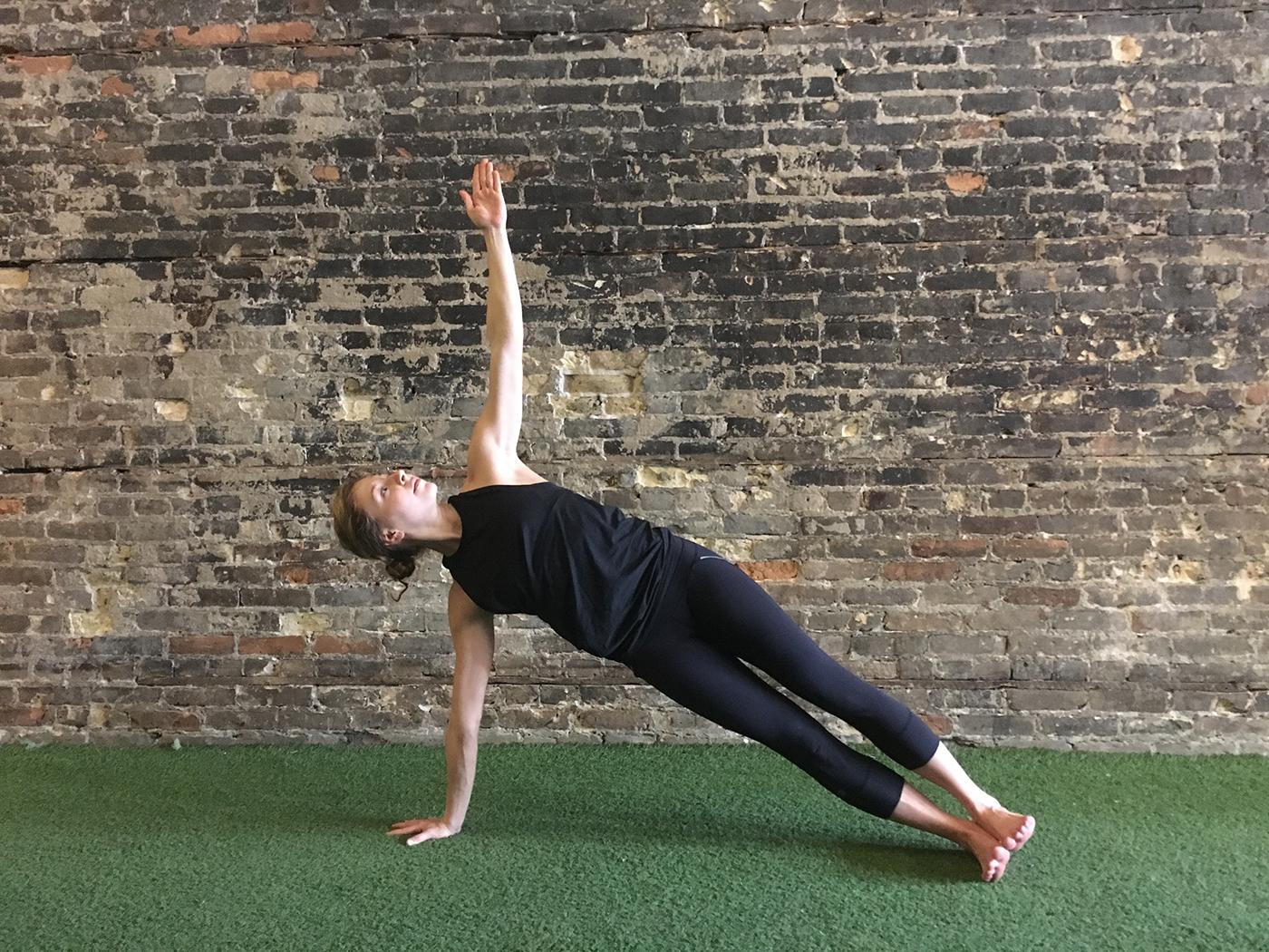 asweatlife_yogaworkout_sideplank