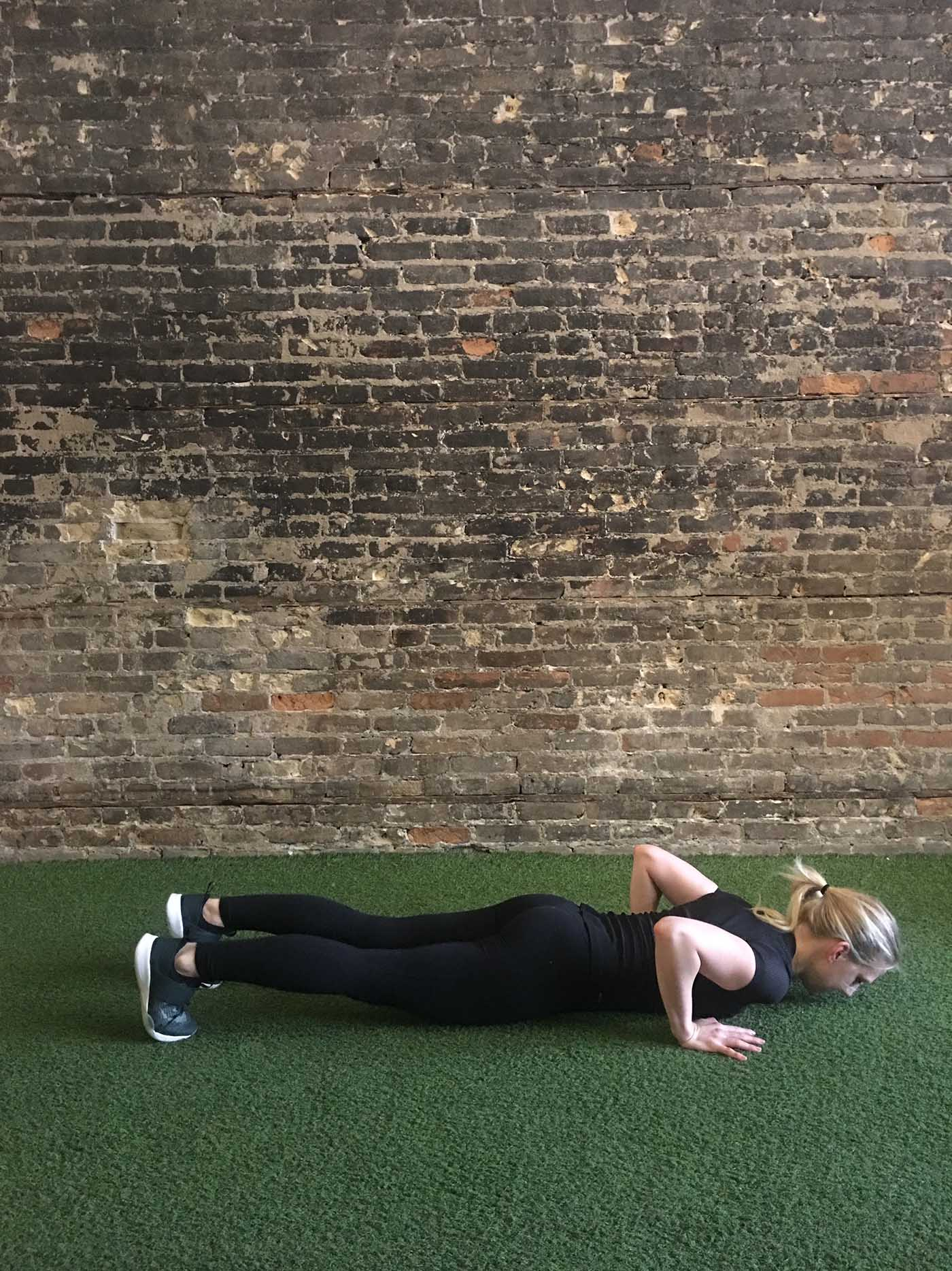 asweatlife_grab-two-heavy-dumbbells_burpee_3