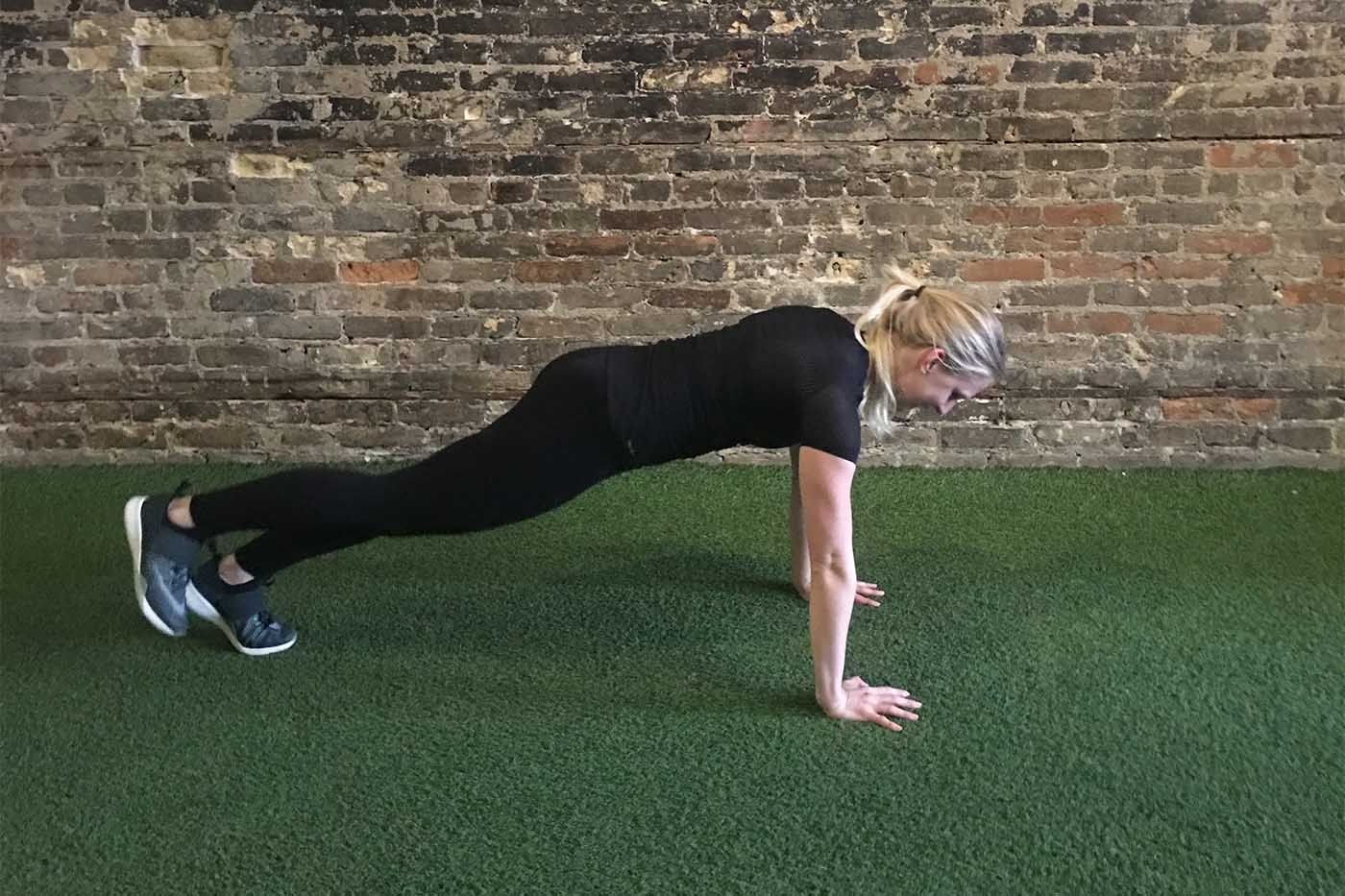 asweatlife_work-out-with-just-your-bodyweight-for-30-minutes_single-leg-burpees_2