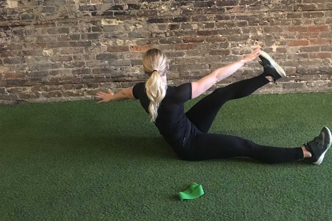 asweatlife_your-30-minute-workout-with-a-band_x-crunches_2