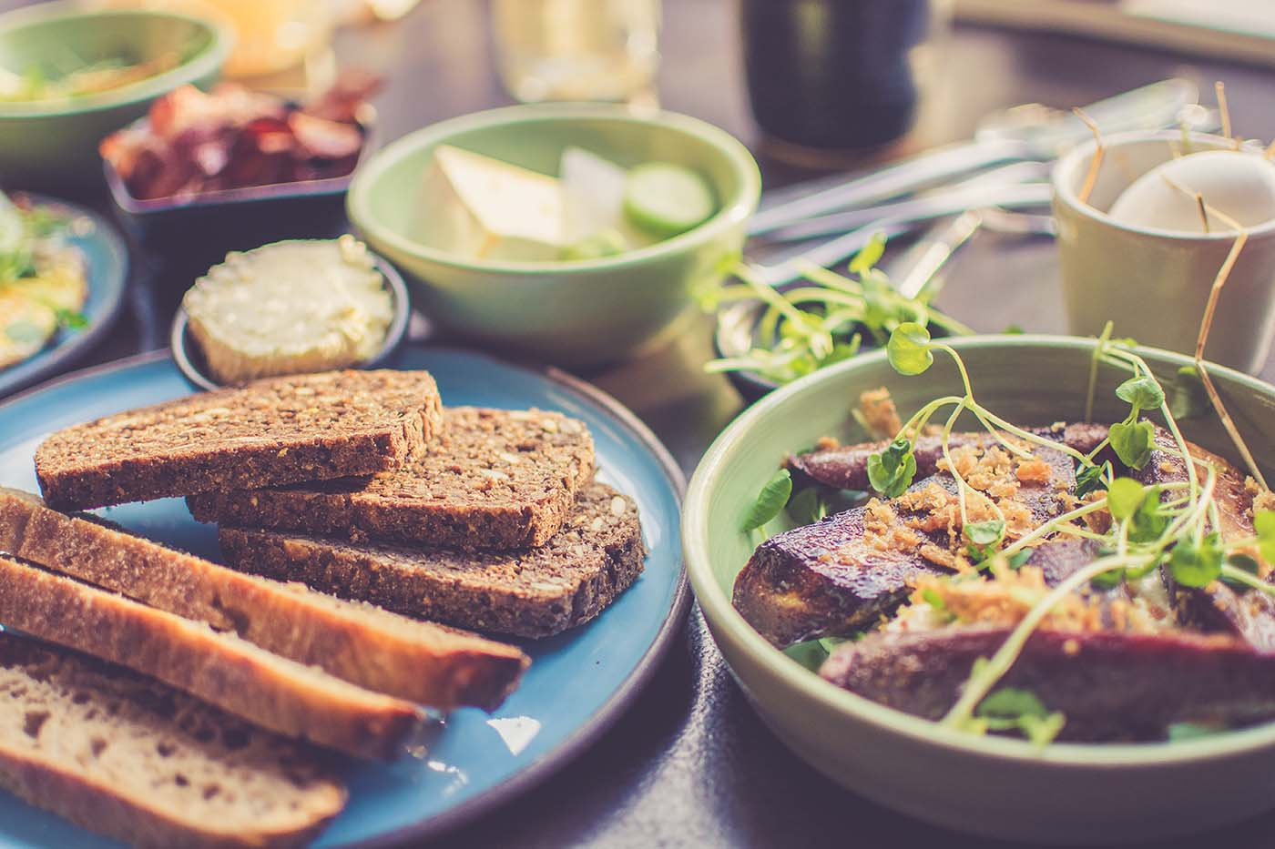 aSweatLife_The Benefits of Eating Slowly_featured