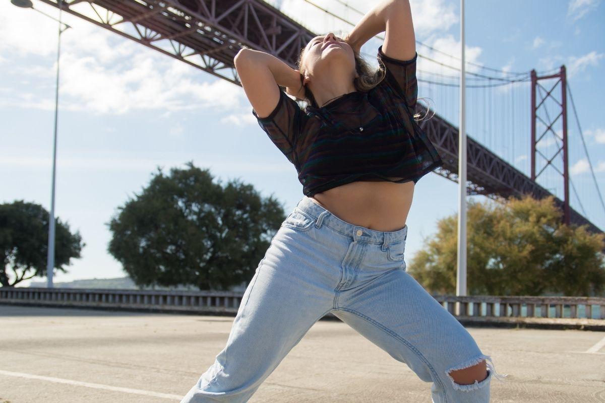 woman hip hop dancing